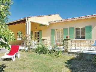Nice home in St Trinit w/ 2 Bedrooms