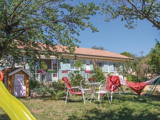 Stunning home in Mornas w/ WiFi, Outdoor swimming pool and 3 Bedrooms