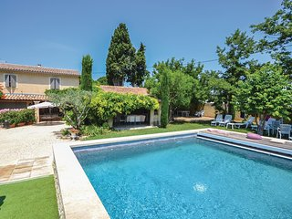 Stunning home in Loriol-Du-Comtat w/ WiFi and 3 Bedrooms