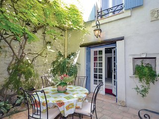 Beautiful home in Caumont-sur-Durance w/ 3 Bedrooms