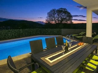 Sea view villa with pool for rent Vinisce