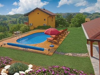 Stunning home in Bobovec Rozganski w/ Jacuzzi, WiFi and 2 Bedrooms