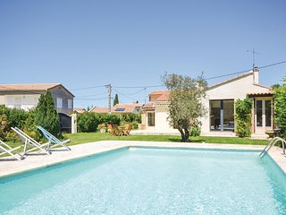 Awesome home in L'Isle sur la Sorgue w/ WiFi and 2 Bedrooms (FPV400)