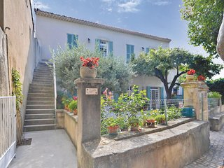 Beautiful home in Le Barroux w/ WiFi and 2 Bedrooms