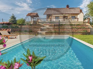 Beautiful home in Dragoslavec w/ WiFi, 3 Bedrooms and Outdoor swimming pool