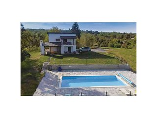 Nice home in Durdevac w/ WiFi, 3 Bedrooms and Outdoor swimming pool