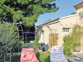 Stunning home in Chateauneuf De Gadagne w/ 1 Bedrooms