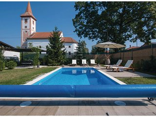 Amazing home in Velika Ludina w/ WiFi and 3 Bedrooms