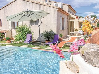 Awesome home in Avignon w/ WiFi, Outdoor swimming pool and 3 Bedrooms (FPV447)