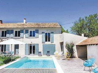 Amazing home in Sérignan du Comtat w/ WiFi and 3 Bedrooms