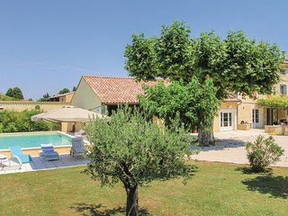 Beautiful home in Monteux w/ 4 Bedrooms