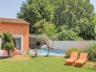 Awesome home in Caumont sur Durance w/ WiFi and 3 Bedrooms