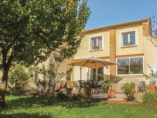Amazing home in Bollène w/ Jacuzzi, WiFi and 5 Bedrooms