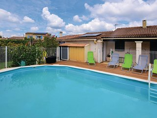 Awesome home in Aubignan w/ WiFi, Outdoor swimming pool and 1 Bedrooms