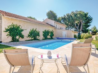Amazing home in Rasteau w/ WiFi and 3 Bedrooms