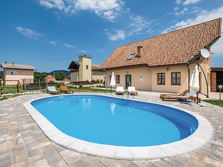 Nice home in Krasic w/ WiFi and 4 Bedrooms
