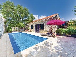 Nice home in Pridraga w/ WiFi and 2 Bedrooms (CDA090)