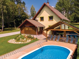 Stunning home in Brestovac w/ Sauna, WiFi and 3 Bedrooms