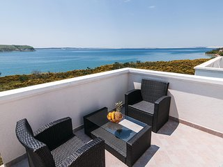 Amazing home in Rtina w/ WiFi and 2 Bedrooms