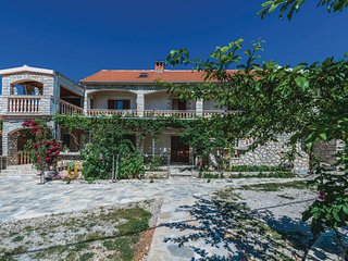 Awesome home in Pridraga w/ 2 Bedrooms