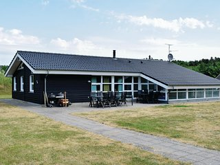 Amazing home in Ebeltoft w/ Sauna, WiFi and 5 Bedrooms