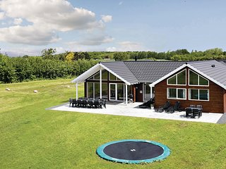 Nice home in Bogense w/ Sauna, WiFi and 6 Bedrooms