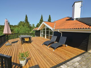 Beautiful home in Ebeltoft w/ Sauna, WiFi and 4 Bedrooms (D16954)