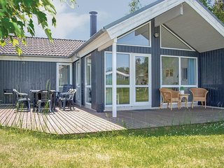 Amazing home in Ebeltoft w/ Sauna, 3 Bedrooms and WiFi