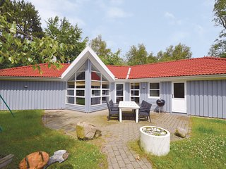 Stunning home in Knebel w/ Sauna, WiFi and 3 Bedrooms