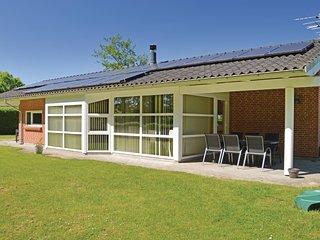 Nice home in Juelsminde w/ Sauna, WiFi and 4 Bedrooms