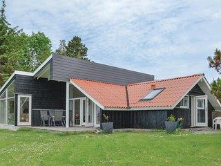 Nice home in Knebel w/ 3 Bedrooms