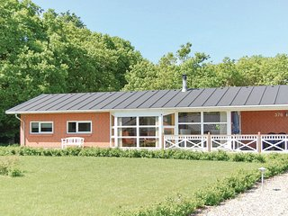 Awesome home in Juelsminde w/ Sauna, WiFi and 4 Bedrooms