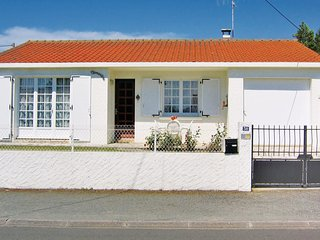 Stunning home in St. Hilaire de Riez w/ 2 Bedrooms