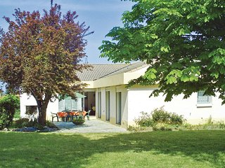 Amazing home in Vaire w/ WiFi and 4 Bedrooms (FVE017)