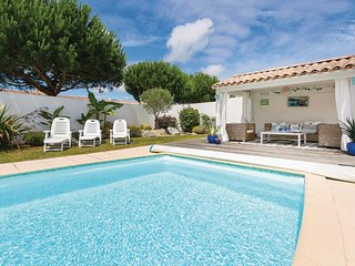 Amazing home in Saint Jean de Monts w/ 3 Bedrooms and Outdoor swimming pool