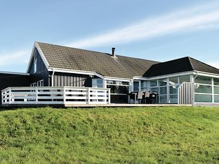 Awesome home in Knebel w/ Sauna, WiFi and 5 Bedrooms