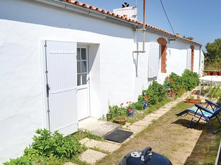 Awesome home in St. Hilaire de Riez w/ 2 Bedrooms