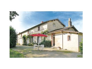 Beautiful home in La Chapelle Hermier w/ 2 Bedrooms