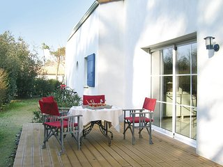 Beautiful home in Longeville Sur Mer w/ WiFi and 4 Bedrooms (FVE149)