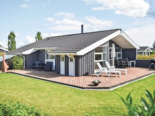 Awesome home in Juelsminde w/ Sauna, WiFi and 3 Bedrooms (D3062)
