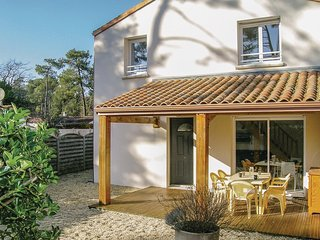 Awesome home in Longeville sur Mer w/ 2 Bedrooms