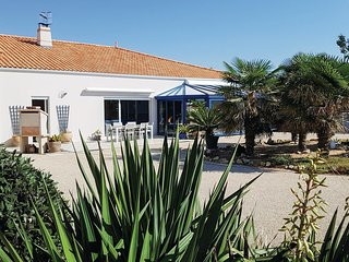 Beautiful home in l'Aiguillon sur Mer w/ WiFi and 2 Bedrooms