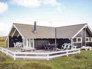 Stunning home in Hvide Sande w/ Sauna, WiFi and 4 Bedrooms
