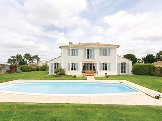 Stunning home in L'Aiguillon Sur Vie w/ 3 Bedrooms