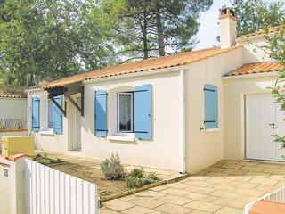 Beautiful home in La Tranche sur Mer w/ 3 Bedrooms (FVE223)