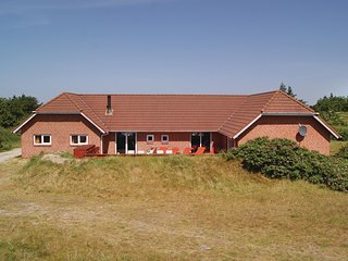 Beautiful home in Hvide Sande w/ Sauna, WiFi and 5 Bedrooms