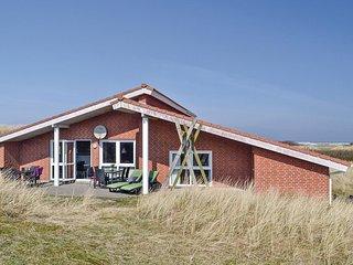 Beautiful home in Hvide Sande w/ Sauna, WiFi and 5 Bedrooms
