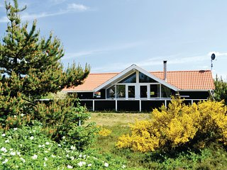 Beautiful home in Hvide Sande w/ Sauna, WiFi and 4 Bedrooms