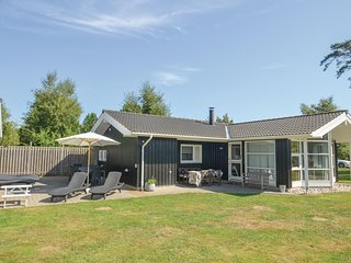 Beautiful home in Gedser w/ Sauna, WiFi and 4 Bedrooms (G0341)