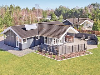 Amazing home in Væggerløse w/ Sauna, WiFi and 4 Bedrooms (G0397)